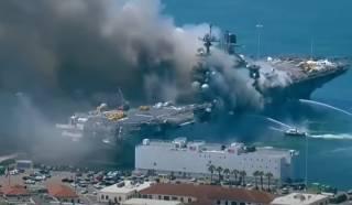 Появилось видео гигантского пожара на американском военном корабле
