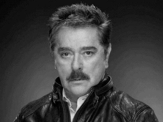Актер из сериала «Дикая Роза» Раймундо Капетильо умер от коронавируса