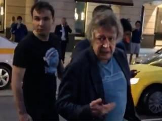 Появилось видео, как актер-убийца Ефремов пытался дать взятку после ДТП