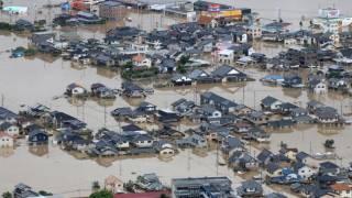 Наводнения в Японии привели к массовым разрушениям