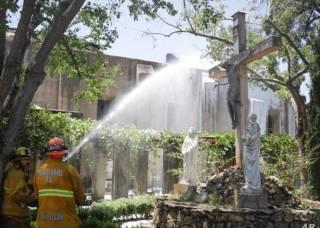 В Америке осквернили статуи Богородицы и подожгли церковь с людьми