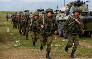 Пока Минобороны заявляет об отсутствии угроз, Россия подняла войска по всей границе Украины
