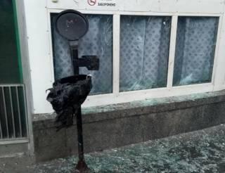 В результате взрыва возле метро в Киеве пострадали четверо человек. Полиция считает, что это хулиганство