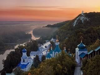Вышел документальный фильм о чудесах Святогорской лавры