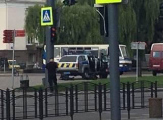 Неизвестный захватил автобус с заложниками в Луцке