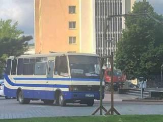 Стали известны новые подробности захвата заложников в Луцке. Появилась реакция Зеленского
