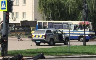 Луцкий террорист разрешил передать заложникам воду