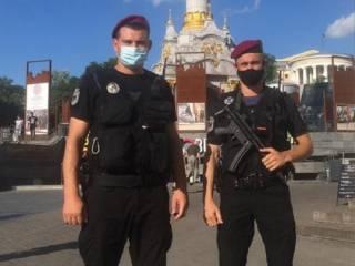 На улицы Киева вышли автоматчики