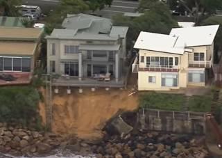 В Австралии элитный поселок смыло в Тихий океан