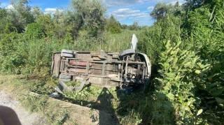 Под Днепром маршрутка слетела в кювет, пострадали 15 человек. Водитель скрылся