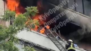 В Киеве в собственной квартире заживо сгорела женщина. У пожарных кончилась вода