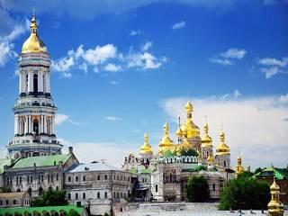 В УПЦ подготовили маски для верующих, которые придут в Киево-Печерскую лавру на торжества в День Крещения Руси