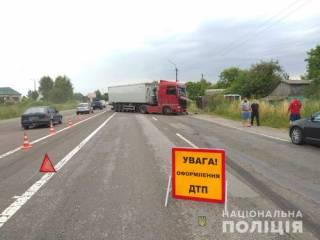 Появилось видео кровавого ДТП под Киевом, где фура смяла легковушку, а автобус слетел в кювет