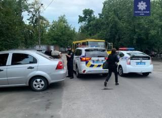 В Киеве два наркомана угнали маршрутку и стали на ней куролесить