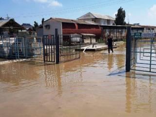 Ливень затопил несколько баз отдыха в Кирилловке
