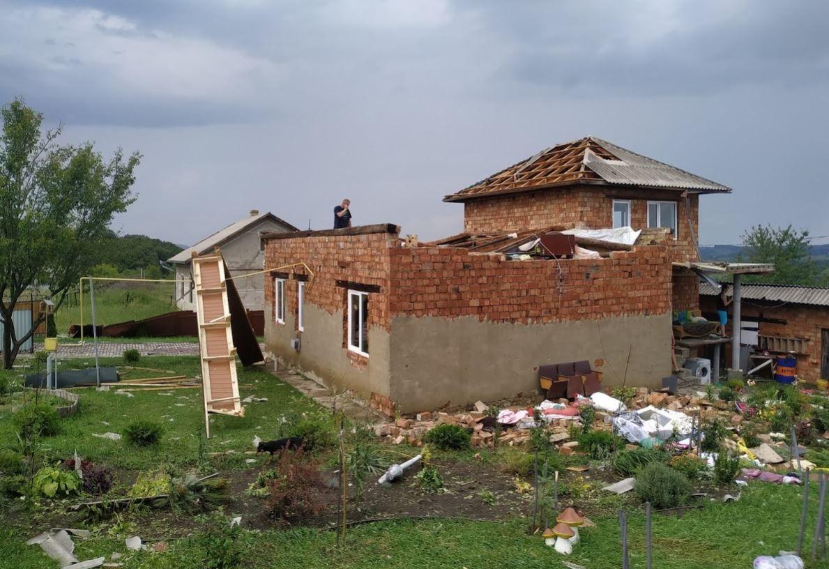 мощный ураган на Буковина