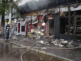 Кто-то сжег сразу пять торговых киосков в центре Днепра