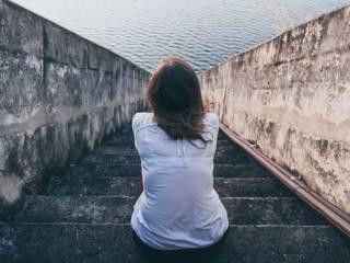 Ученые рассказали о вреде социальной изоляции для женщин