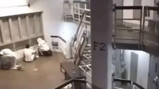 Появилось видео кровавого бунта в американской тюрьме