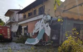 В Греции самолет упал на деревню
