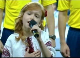 Петь гимн Украины в школах не обязательно. Не смотря на решение киевского горсовета