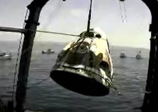 Появилось видео, как космический корабль Илона Маска достали со дна Мексиканского залива