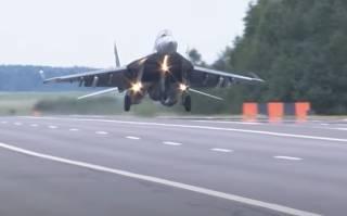 Белорусские летчики показали необычный трюк во время военных учений
