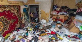 В Хмельницком женщину зажало десятками килограмм мусора в собственной квартире