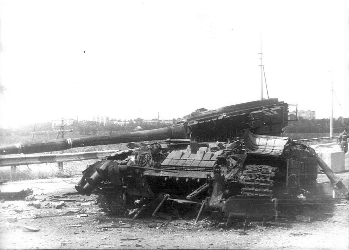 Подбитый танк Т-64