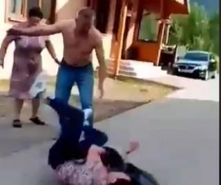На Прикарпатье депутат от «Батькивщины» грязно ругаясь нокаутировал женщину