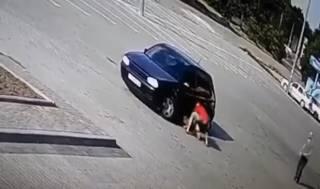 На Львовщине автомобиль несколько раз переехал маленькую девочку