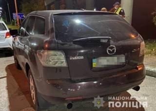 Под Киевом подросток-боец, находясь за рулем «Мазды», побил полицейских