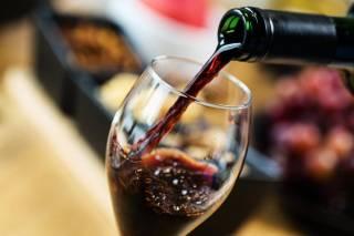 Биологи заявили, что вино может… облегчить коронавирусную болезнь