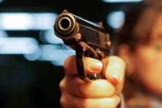 В Киеве два алкаша устроили стрельбу в парке