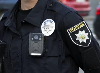 На Волыни патрульный полицейский брал взятки, не выключая бодикамеру
