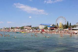 На популярном украинском курорте мужчина сломал шею, катаясь на аттракционе
