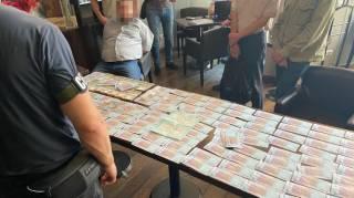 В столичном ресторане на многомиллионной взятке задержан крупный чиновник