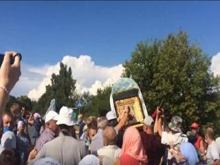 В Киевской области агрессивно настроенные активисты атаковали крестный ход УПЦ