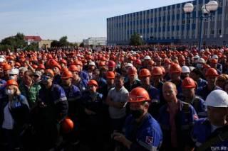 На фоне официально опубликованных результатов выборов белорусы усиливают забастовку