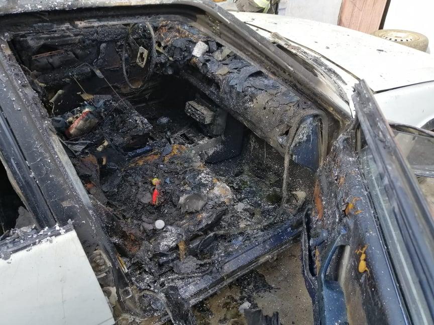 под Николаевом девочка сожгла машину