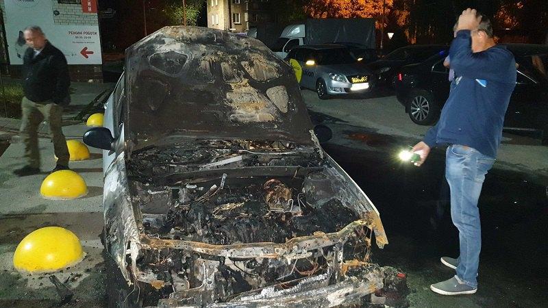 """Cгоревший автомобиль программы """"Схемы"""" в Броварах"""