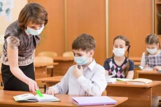 В Минобразования рассказали, кто должен закупать противоэпидемические средства для детсадов и школ