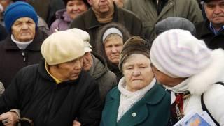 Бабушки по вызову: в Киеве действует целый рынок пенсионеров, зарабатывающих на массовках