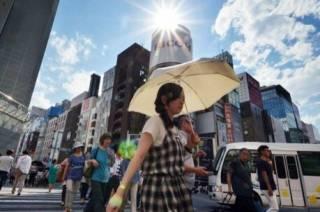 В японской столице от жары массово умирают люди