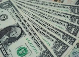 Доллар резко подорожал к концу недели: котировки валют от НБУ