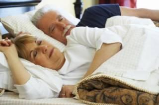 Стало известно, сколько часов должны спать пожилые люди