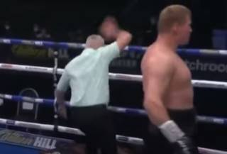 Российский боксер Поветкин «вырубил» британца Уайта