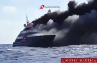 Опубликовано жуткое видео, как у берегов Италии за несколько секунд сгорела и затонула суперяхта