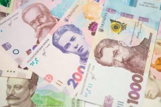 Гривна подешевела в начале недели: котировки валют