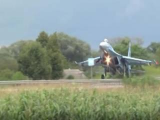 Украинский истребитель сбил дорожный знак на Ровенщине